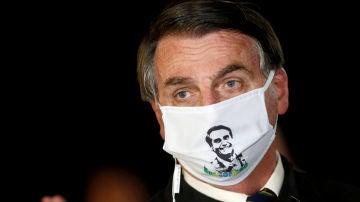 Jair Bolsonaro con mascarilla