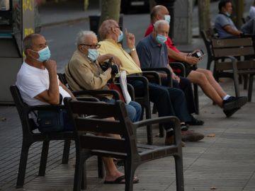 Personas con mascarilla en las Ramblas de Barcelona