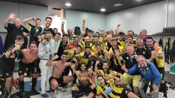 Plantilla del Portugalete, tras lograr el pase a la final del playoff de ascenso a Segunda 'B'