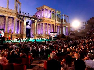 Imagen de archivo del acto de entrega de las Medallas de Extremadura celebrado en el teatro romano de Mérida
