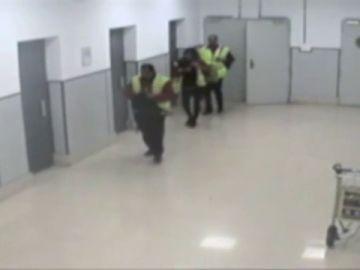 La Policía desarticula una organización que traficaba en Barajas con migrantes dominicanos