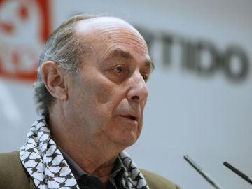 Paco Frutos, ex secretario general del Partido Comunista de España y ex coordinador general de Izquierda Unida, ha fallecido a los 80 años en Madrid a causa de un cáncer.