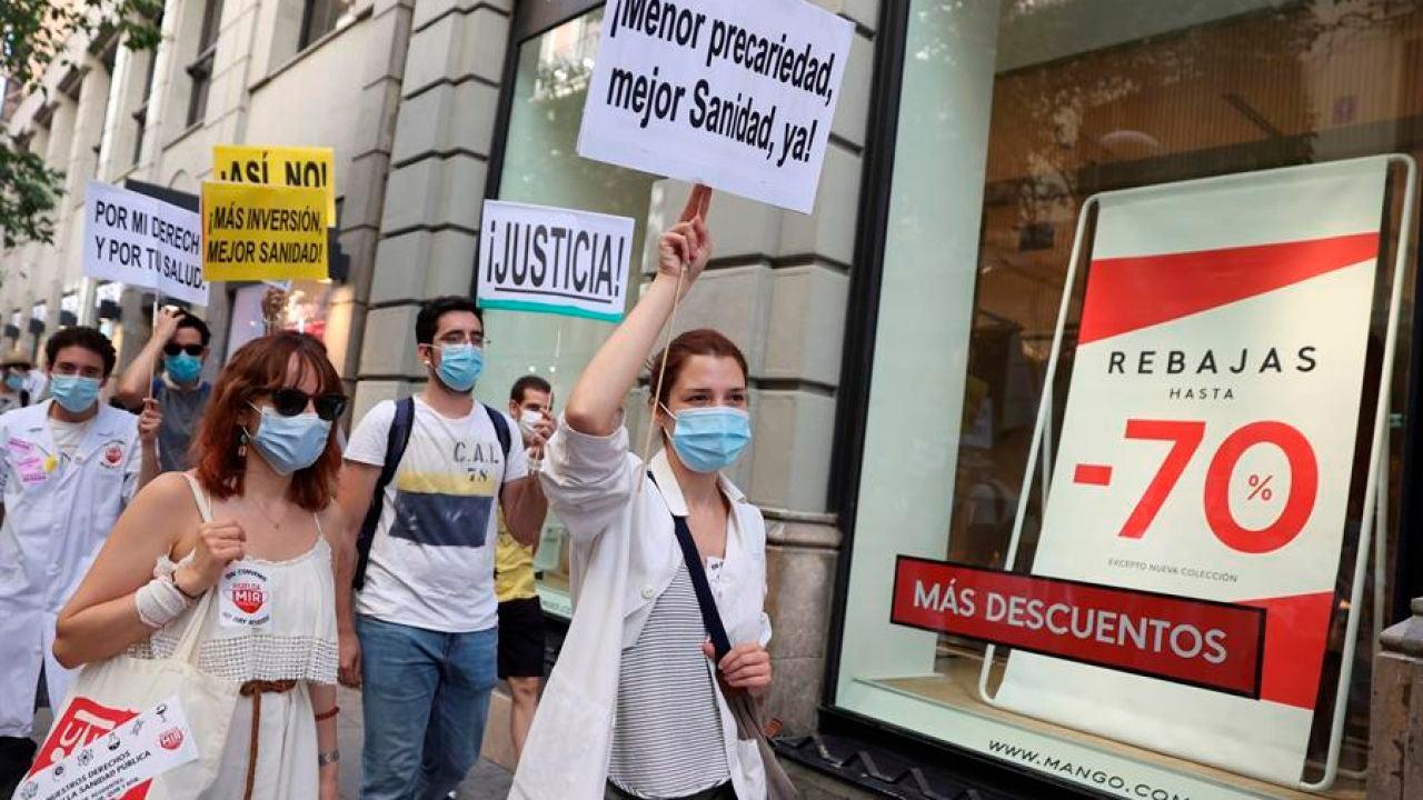 Los médicos internos residentes (MIR) de Madrid, en una jornada de huelga.
