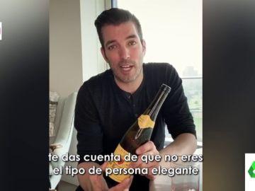 Cómo abrir una botella de vino sin sacacorchos: así lo explica paso a paso Silver Scott