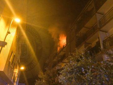 Imagen de la vivienda de El Vendrell (Tarragona) en llamas