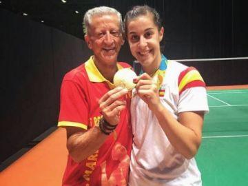 Carolina Marín junto a su padre