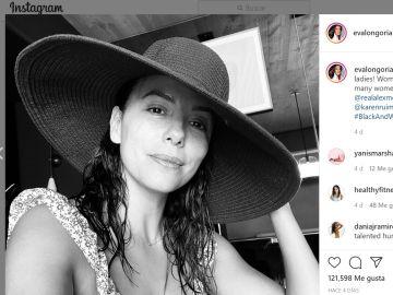 Eva Longoria ha participado en el reto subiendo una fotografía en blanco y negro.