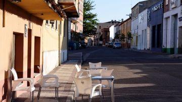 Vista de una terraza de una bar ubicada en las calles de la localidad de Íscar