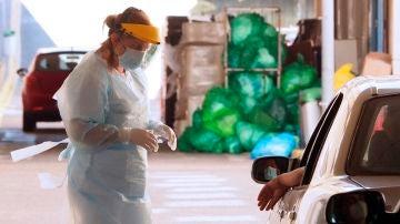 Una sanitaria gallega realiza pruebas PCR