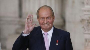 El rey Juan Carlos I se va de España por sus escándalos, en directo
