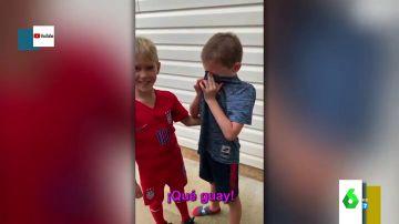 El emotivo reencuentro de dos mejores amigos de siete años tras meses sin verse