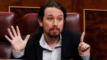 El comentado cambio de look de Pablo Iglesias: de coleta a moño