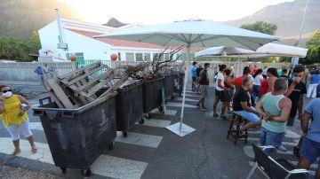 Barricadas ante la antigua residencia escolar de Tunte.