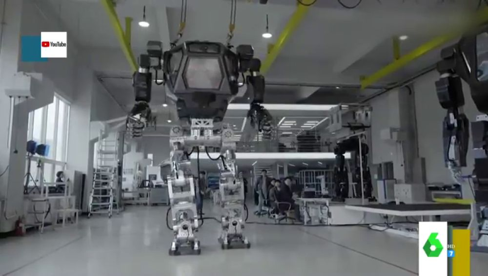Con metralletas incorporadas y casi 20 metros de altura: estos son los impresionantes robots gigantes que hay en el mercado