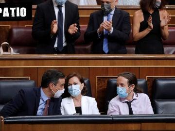 El presidente del Gobierno, Pedro Sánchez y los vicepresidentes primera y segundo, Carmen Calvo y Pablo Iglesias