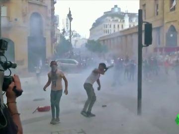 Un policía muerto y 172 heridos enlas manifestaciones en Beirut tras la devastadora explosión