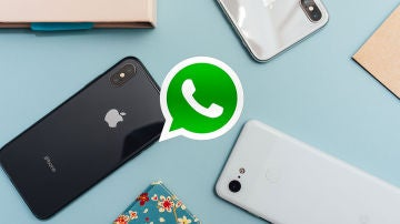 WhatsApp, un iPhone y un Google Pixel