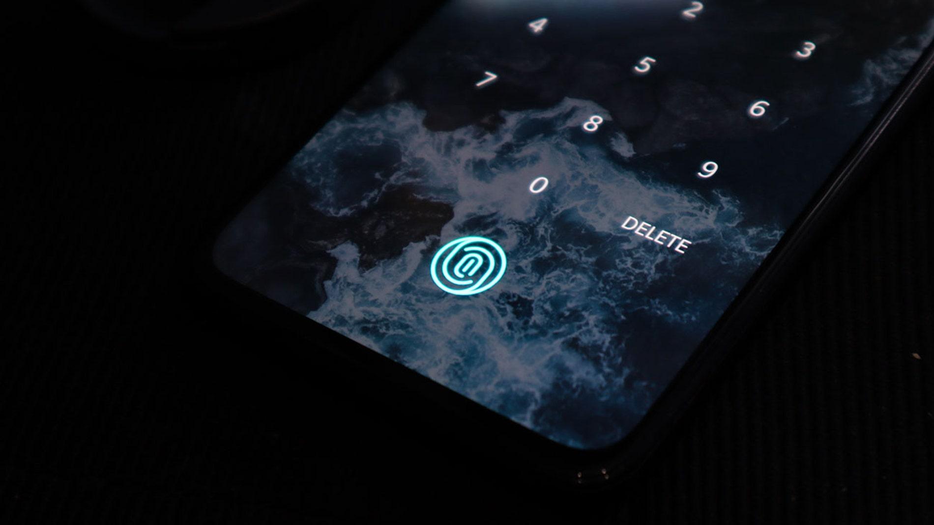 Lector de huellas en la pantalla de un móvil