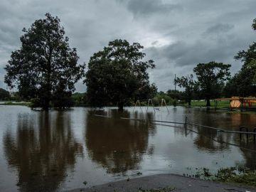 El huracán Laura, que se ha cobrado la vida de una menor en Luisiana, deja inundaciones en el estado.