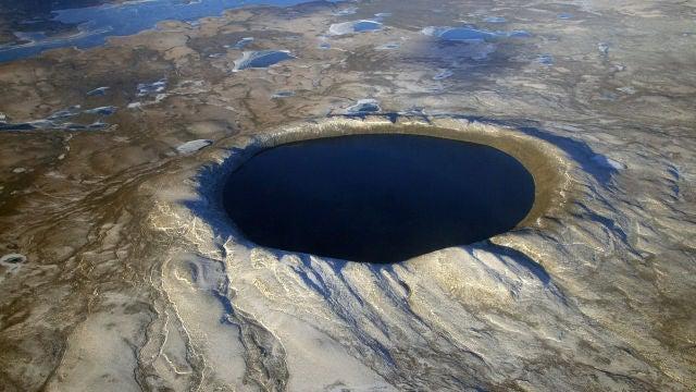 Cráter Pingualuit, formado por el impacto del meteorito, en Quebec (Canadá).