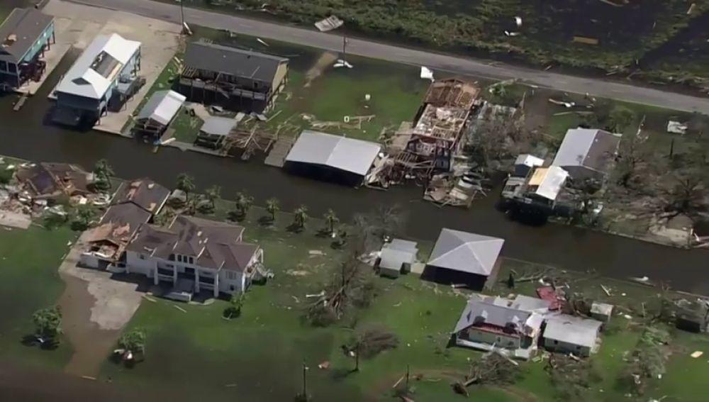 El rastro de destrucción del huracán Laura, a vista de satélite
