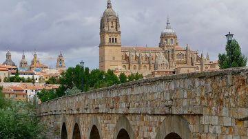 Catedral de Salamanca desde el Puente Romano