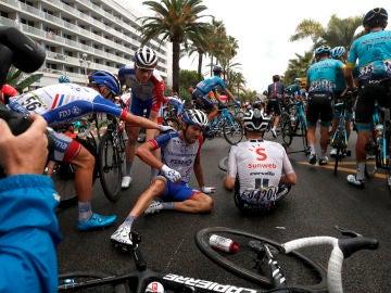 Imagen de una de las caídas que se han producido en la primera etapa del Tour 2020
