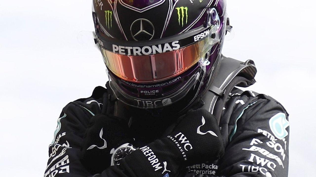 Lewis Hamilton hace el símbolo de 'Wakanda por siempre'