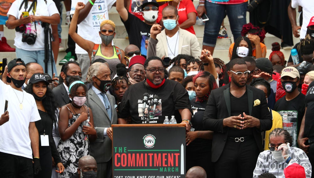 El padre de Jacob Blake habla durante la marcha contra el racismo en Washington