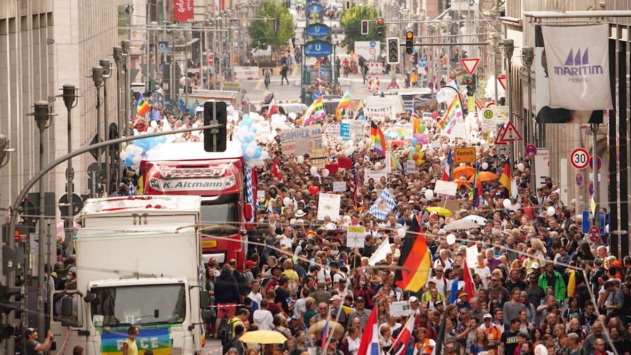 Manifestación contra las medidas frente al COVID-19 en Berlín