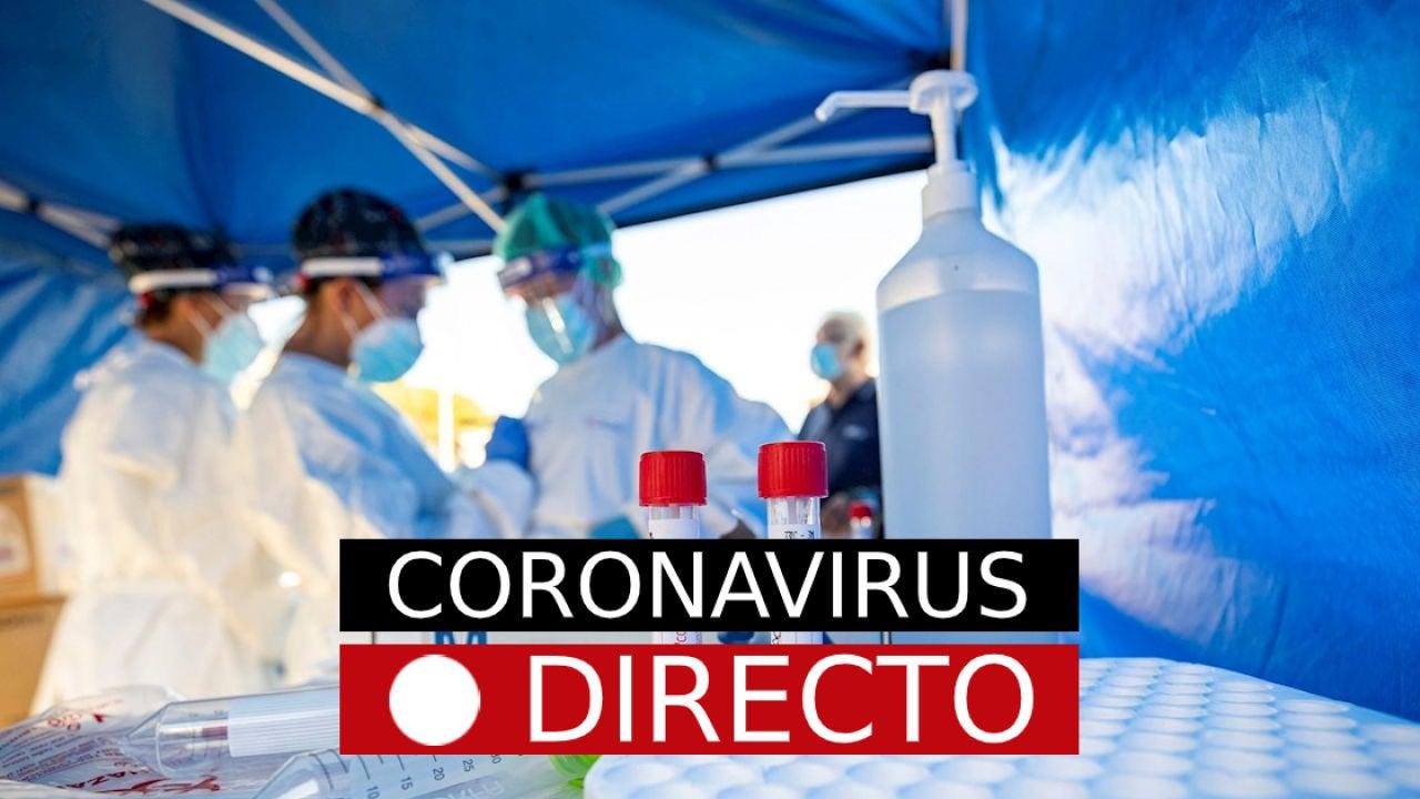Imagen de varios sanitarios con equipos de protección individual