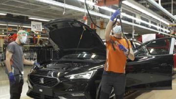 Dos empresas trabajando en una planta de fabricación de Seat