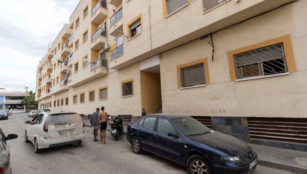 Edificio de Águilas (Murcia) donde un hombre ha asesinado a su mujer