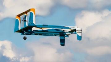 Amazon ya puede entregar paquetes con drones en Estados Unidos