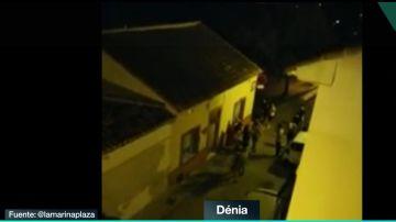 Una veintena de jóvenes intentan agredir a los vecinos del barrio Les Roques, en Dénia.
