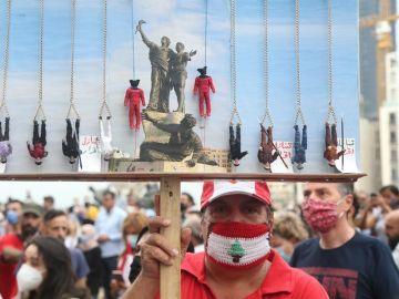 Los manifestantes exigen un cambio en el sistema político.