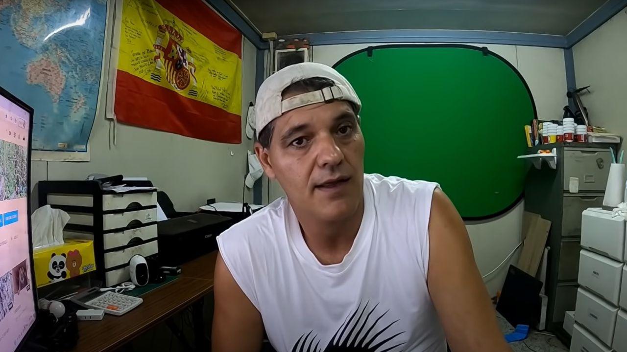 Frank Cuesta en un vídeo de Youtube