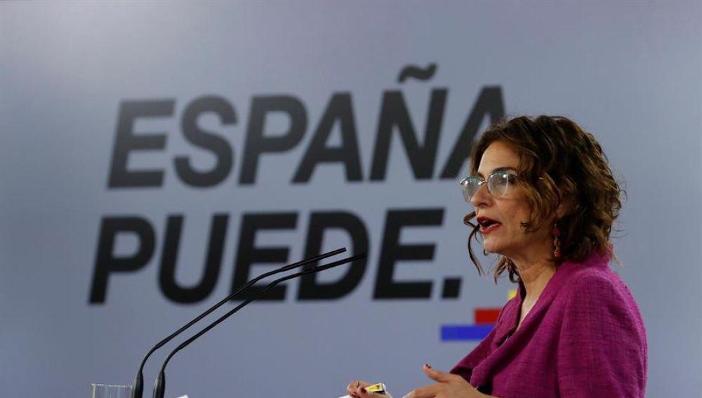 """María Jesús Montero: """"La reunión con ERC ha sido francamente postiiva, ojalá lleguemos a un proyecto de presupuestos"""""""