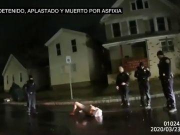 Muere por asfixia un hombre negro después de que la Policía le colocara una bolsa en la cabeza