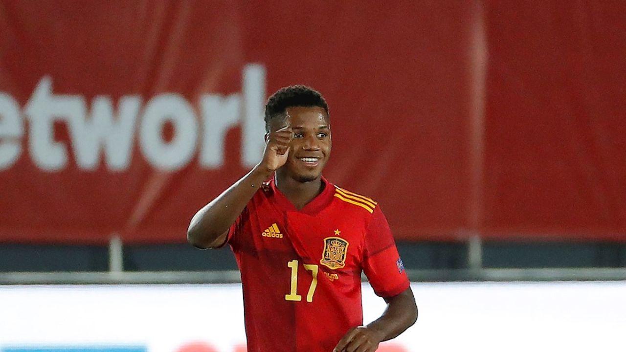 Ansu Fati festeja un gol con España