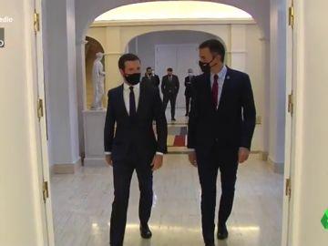 Vídeo manipulado - Pedro Sánchez le enseña a Pablo Casado cuál es el rincón romántico que disfruta junto a Begoña Gómez