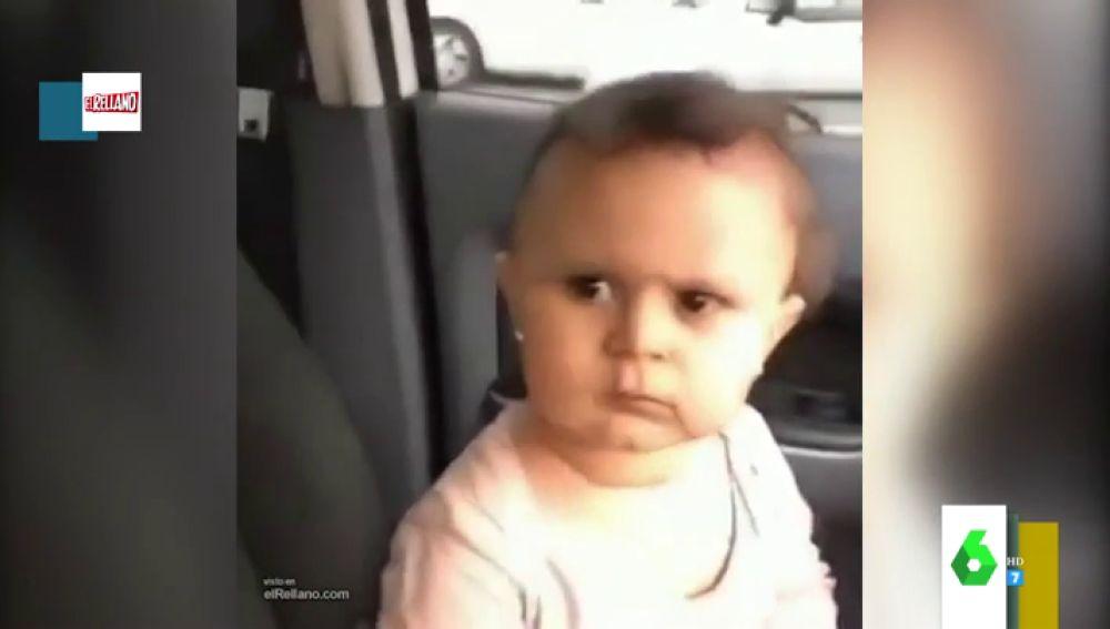 El cabreo viral de una niña cuando su madre se ríe de ella por llevarse un susto