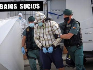 Dos agentes de la Guardia Civil de Zafra (Badajoz) escoltan al autor confeso de la muerte de Manuela Chavero