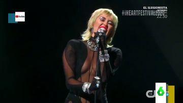 La impresionante actuación de Miley Cyrus versionando la mítica canción 'Who owns my heart' que causa furor