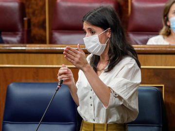 La ministra de Igualdad, Irene Montero, durante su intervención en la sesión de control al Gobierno.