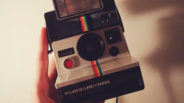 Una Polaroid como la que evoca el icono clásico de Instagram