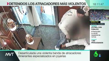 """Las imágenes del último atraco de una banda detenida en Madrid: """"Hacía mucho tiempo que no veíamos esta violencia"""""""