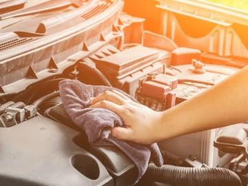 Mantener el motor limpio es una parte importante del mantenimiento del vehículo