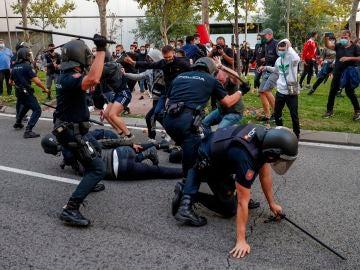 Protestas y cargas policiales en Madrid contra el confinamiento selectivo