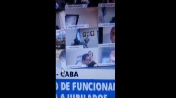 Juan Emilio Ameri besa en los pechos a una mujer durante una sesión virtual del Congreso